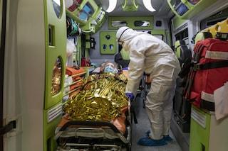 """Torino, negazionisti in Porsche seguono ambulanza da un malato: """"Girate a vuoto, create il panico"""""""