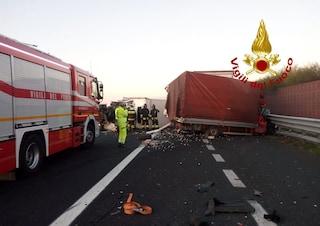 Incidente sulla Catania-Siracusa, tir travolge un'auto: morta una donna, traffico in tilt