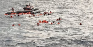 Tunisia, morto dopo un naufragio di migranti un neonato rimasto 5 giorni in balia del mare