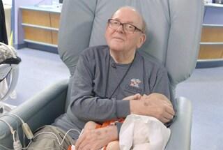 È morto David, il nonno che cullava e cantava ninne nanne per i bambini nati prematuri