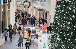 """""""Festeggiare Natale? Vorrà dire seppellire famiglie intere a gennaio"""": l'allarme dell'esperto"""