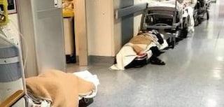 Coronavirus Piemonte, pazienti Covid abbandonati per terra in ospedale, le immagini choc da Rivoli