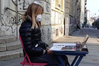 """Torino, seguono le lezioni davanti alla scuola: Anita e il suo movimento """"Schools for future"""""""
