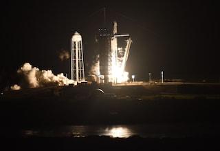 USA, lanciata la navicella spaziale Crew Dragon: a bordo 4 astronauti