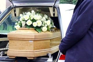 Pescara, muore di covid ma l'ospedale sbaglia salma, la notizia durante i funerali: tutto da rifare