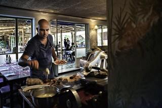 """Lucca, ristorante resta """"aperto"""": donerà pasti gratis ai bisognosi fino a Natale"""