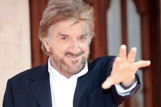 """Gigi Proietti, il libro postumo: """"'Ndo cojo cojo, un libro di sonetti e sberleffi"""""""