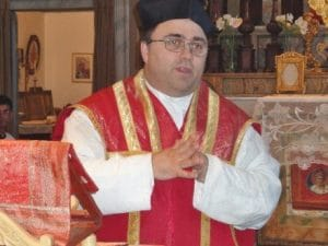"""Il vicario del vescovo di Macerata: """"Pedofilia grave, ma aborto più grave. Mogli siano sottomesse"""""""