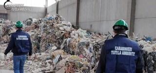 Nascondevano i rifiuti nei capannoni: oltre 300 persone denunciate in Veneto