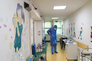 """Bimba morta di Covid a Palermo. La madre: """"Non abbiamo fatto in tempo a vaccinarci"""""""
