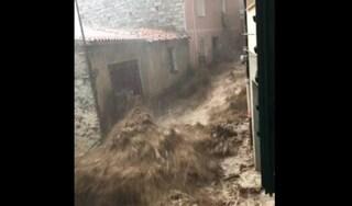 Sardegna, tre i morti nell'alluvione di Bitti: si cerca ancora il corpo di un'anziana dispersa
