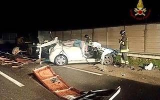Incidente Cagliari, auto contro trattore: morti un 18enne e la fidanzata di 17 anni incinta