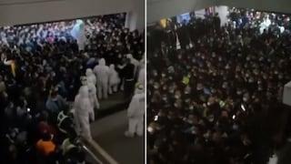 Focolaio covid all'aeroporto di Shanghai: test di massa per tutti nella notte e scoppia il caos