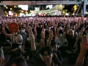 Thailandia, il governo bandisce Pornhub e tutto il porno on-line: proteste in piazza