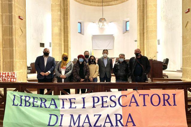 """Trapani, 18 pescatori siciliani prigionieri in Libia da tre mesi: """"Portateli a casa per Natale"""""""