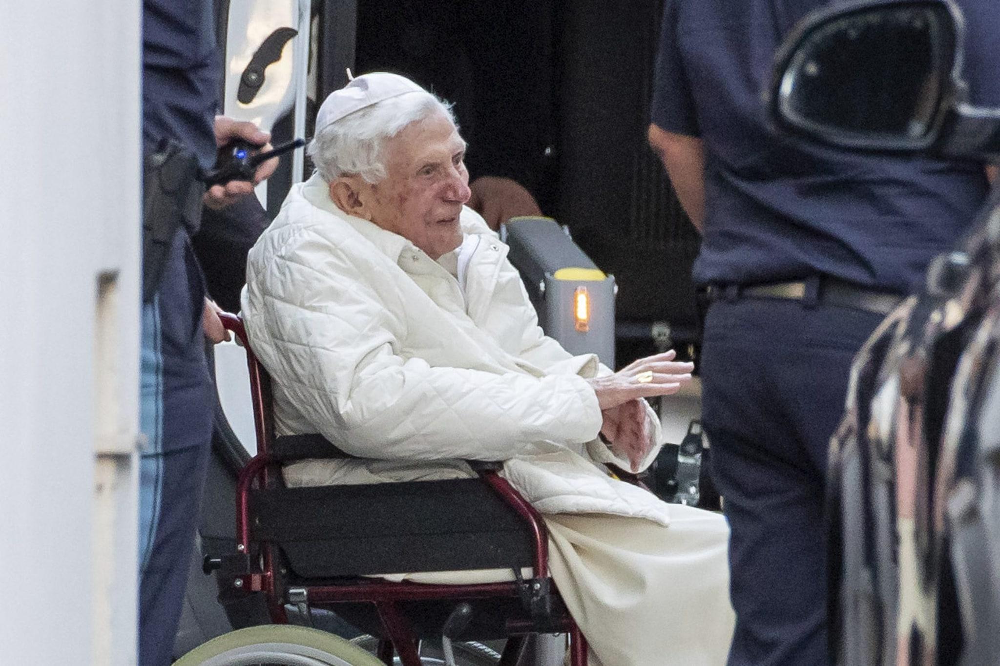 Papa Ratzinger al funerale del fratello