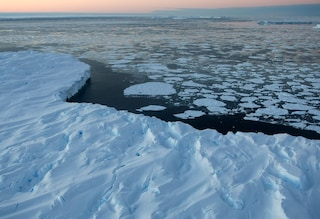 Il cambiamento climatico colpirà l'economia mondiale due volte di più del Covid-19: lo studio