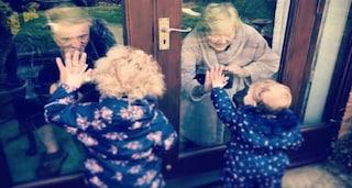 Visite ai nonni, cosa prevedono le regole anti-Covid per bambini e genitori