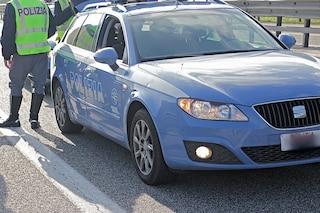 Bimba di 3 anni sottratta alla madre dal padre, polizia la ritrova bloccando vettura in autostrada
