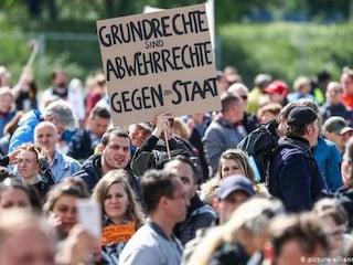 """I negazionisti del Covid spaventano la Germania: """"Pericolo di una deriva terroristica"""""""