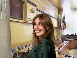 Veneto, l'assessore regionale Elena Donazzan (Fdi) canta 'Faccetta nera': Pd chiede dimissioni