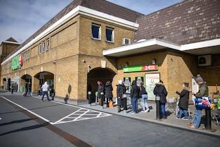 Regno Unito, vaccino anti Covid anche nelle farmacie di alcuni supermercati