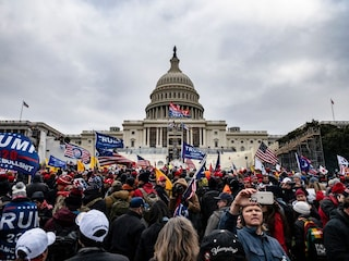 Scontri a Washington, cosa sta succedendo in Usa e perché i sostenitori di Trump stanno protestando