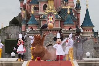 USA, aumentano i contagi: Disneyland diventa un megacentro per vaccinazioni