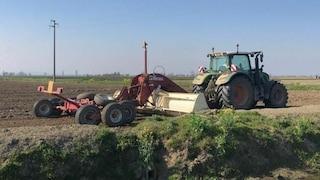 Modena, agricoltore muore schiacciato dal trattore: l'incidente mentre lavorava nei campi