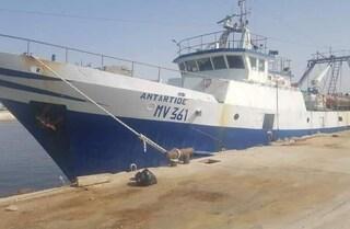 Peschereccio sequestrato in Libia per cento giorni, dopo il ritorno la beffa: multa da 2.000 euro