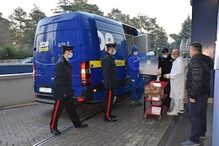 Forlì, guasto al congelatore dell'ospedale: perse 800 dosi di vaccino Moderna. Arrivano i Nas