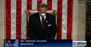 """USA, deputato dem conclude la preghiera con """"amen"""" e """"awoman"""""""