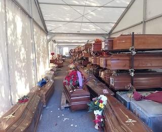 """Emergenza cimiteri a Palermo, circa 900 morti sono in attesa di sepoltura: """"Fa male al cuore"""""""