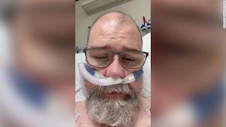 """Il negazionista pentito su un letto di ospedale: """"Mi sbagliavo, mettete le mascherine"""""""