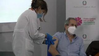 """Vaccino Covid, Crisanti: """"A giugno metà popolazione immune ma mascherine fino a dicembre"""""""
