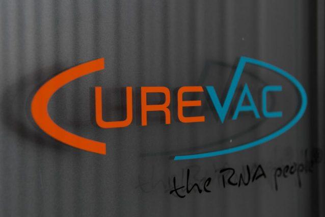 Vaccini Covid, vietato donare dosi ai Paesi più poveri: ecco cosa dice il contratto Curevac-Ue