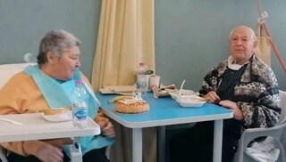 Pistoia, Michelangelo e Giovannina festeggiano 54 anni di matrimonio in un ospedale covid