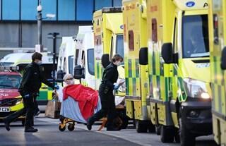 Covid, terza ondata nel Regno Unito: pazienti in hotel perché gli ospedali non hanno posto