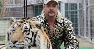 Usa, Donald Trump non ha graziato Joe Exotic: la star di Tiger King resta in carcere