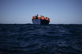 """I racconti dalla Ocean Viking: """"Mi hanno sparato, pensavo che sarei morto. Accade sempre in Libia"""""""