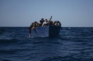 """Migranti, 100 persone in difficoltà vicino a Malta. Alarm Phone: """"Soccorretele ora"""""""