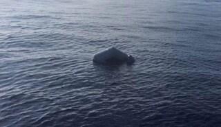 Barcone rovesciato, almeno 43 migranti annegati: è il primo naufragio del 2021 nel Mediterraneo