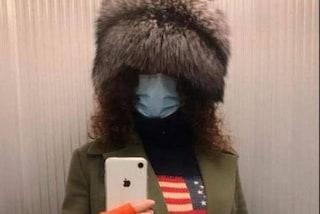 """L'assessora di FdI come lo sciamano di Capitol Hill in un selfie: """"Fb bannerà pure me?"""""""
