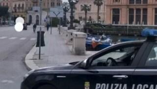 Per evitare multa investe e trascina agente ferendolo gravemente: automobilista arrestato a Bari