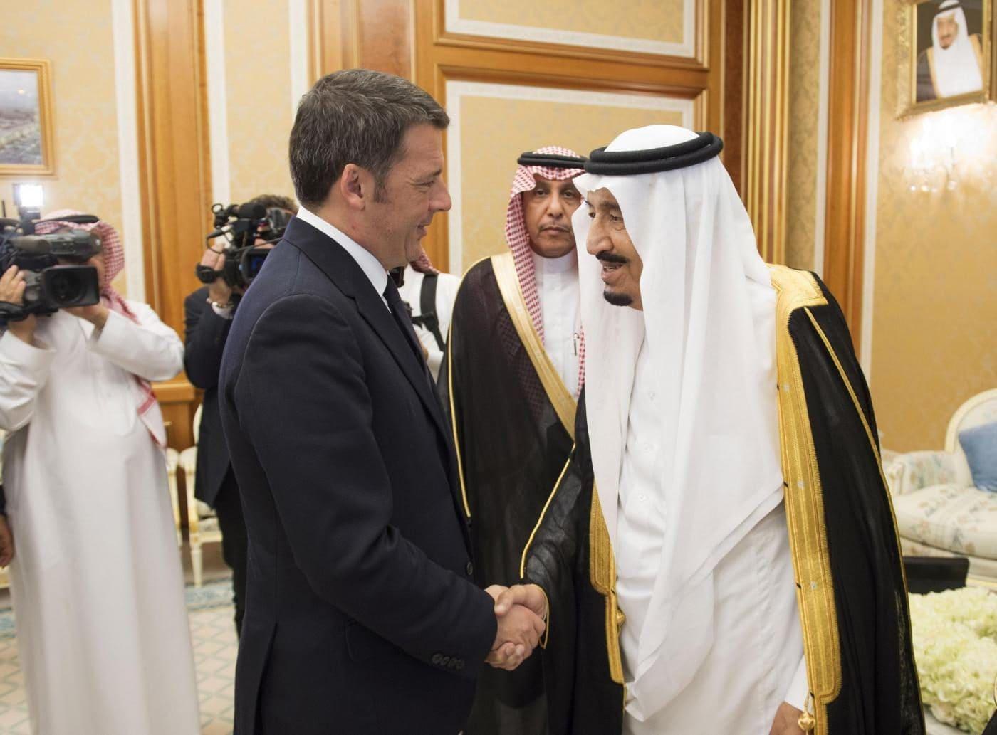 Matteo Renzi durante una visita in Arabia Saudita nel 2015
