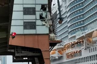 Errore di manovra durante l'ingresso al porto di Savona: Costa Smeralda contro una banchina