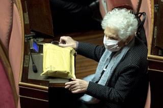 Il Pd attacca i senatori che non si sono alzati in piedi quando Liliana Segre è arrivata in Senato