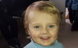 Francia, bimbo di 3 anni picchiato per mesi e ucciso: condannati la madre e il patrigno