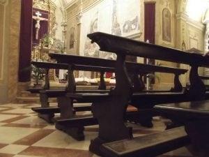 Palermo: spintoni e insulti per fare le foto col bambino, battesimo finisce in rissa