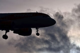 Mosca, ancora problemi per un Boeing 777: costretto ad atterraggio d'emergenza, problemi al motore